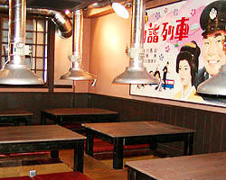 1F/カウンター・テーブル席 2F/最大30名様可能な宴会場あり