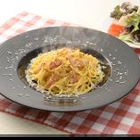 カルボナーラのスパゲッティランチ