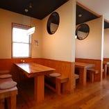 寛ぎやすいテーブル席完備◎落ち着いた空間でごゆっくりお食事を