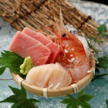 毎日市場で選んで仕入れる旬の魚介による江戸前鮨を堪能!