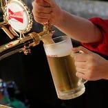 多彩なビールやウイスキー、ワイン、カクテルをラインナップ