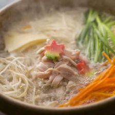 大阪に伝え継がれる名代「鳥よし鍋」