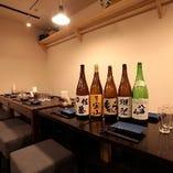 飲み放題メニューは生ビール、各種ハイボール、赤白ワイン、日本酒、芋焼酎、麦焼酎、黒糖焼酎、泡盛、南高梅梅酒、紅茶梅酒、各種カクテルをご用意!! 大人気の角瓶ボトルセット(炭酸、氷付き)でお好みの濃さでハイボールを作ってお楽しみください!!