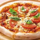 ふわふわ&もちもちのピザは生地からこだわった自慢の美味しさ。