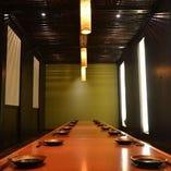 少人数から大人数まで、幅広く対応可能な可変型大宴会個室