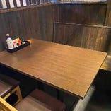テーブル席個室:2~4名様×2卓