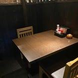 2名様用のテーブル席はデートにぴったりです♪