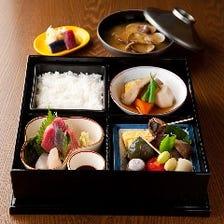 お昼のご馳走「松花堂弁当」