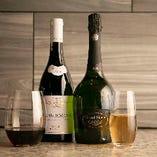 世界のワインを揃えました。シーンに合わせてお選びください