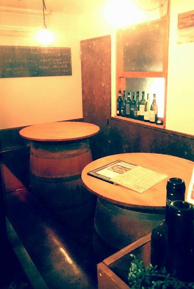 ワイン樽のテーブル席・1名様~10名様