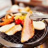 屋外でBBQ! アグー豚などの沖縄料理をテラス席で!