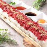 熊本からの新鮮な馬肉を使用した55cmもあるユッケ寿司♪