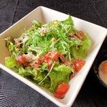 カリカリベーコンと温泉玉子のシーザーサラダ