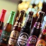 約50種類以上の世界各国のビールを飲み比べてみてください