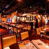 異国情緒溢れる店内は、アジアンリゾートをイメージした空間。