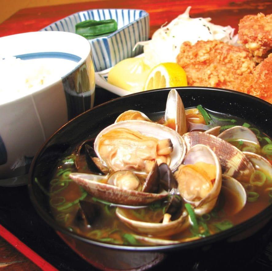 嬉しいご飯おかわり自由! 特製貝汁は弱った胃にも優しい