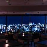 【福岡の景色を一望】広々ゆったりテーブル席/宴会やお祝いにおススメ