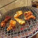 炭火七輪で焼き上げたお肉は外は香ばしく、中はジューシーに◎