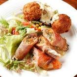 野菜の肉巻きとポテトコロッケの盛り合わせ。