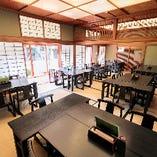 広々とした和個室は、18〜30名様でご利用いただけますので、会社宴会や法事に最適
