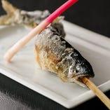 塩を振ってシンプルに焼き上げた「鮎焼き」は、素材の旨味が味わえる一品です