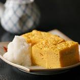ふんわりと焼き上げ、上品な甘さと卵の風味をお楽しみいただける「玉子焼」