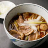 新鮮な鴨を使い、柔らかい肉質と味わいをお楽しみいただける「相鴨南ばん」