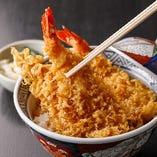 カラッと揚げた衣の香ばしさと一緒に海老の風味をご堪能いただける逸品「天丼」