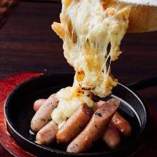 出来たてをご提供!! ラクレットチーズ×肉の最高&最強コラボ!