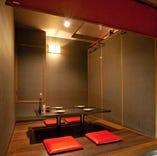 掘りごたつの個室のお席です。 とっておきの和の空間