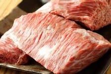 厚切りの黒たんなど肉屋直送の極上肉