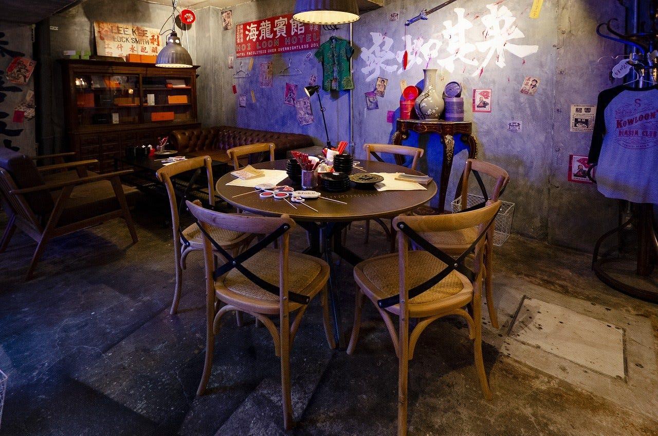 <少人数の宴席>雰囲気のある丸テーブル。6名様までOK