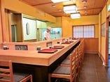 旬の京料理を一品から召し上がって頂けるカウンター席です。