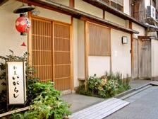 祇園の路地に佇む割烹料理店