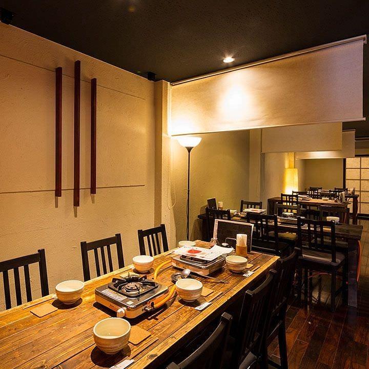 個室は全部で3つ。2階のテーブル席は最大44名様までOK!