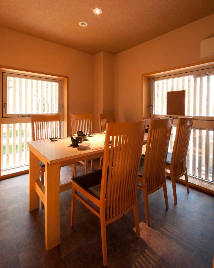 テーブル席・完全個室(壁・扉あり)・6名様まで