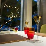 お好みのワインとの出会いは 経験豊かなソムリエにお任せ下さい