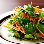 人参とパクチーのサラダ