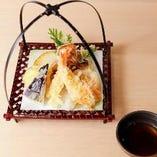カラッとサクサクの揚げたてをご賞味!車海老と野菜天麩羅