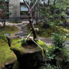 魚三楼の中庭