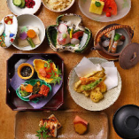 春夏秋冬の美味が詰まった会席料理をお楽しみください。