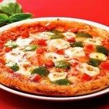 マルゲリータ、コーンカルボナーラピザピッツア二種類をご用意!