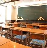 ★懐かしの小学校を再現した店内★