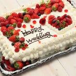 ウェディングケーキ付きのコースもあり♪ケーキカットやファーストバイトをどうぞ