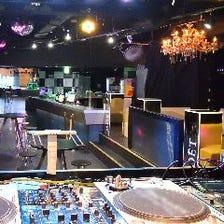 DJブース、音響、照明、ステージ有り