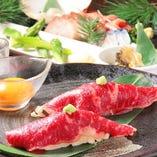 炙り肉寿司は黄身にくぐらせ新感覚をお楽しみ頂けます