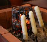 毎日炭火で焼き上げるきりたんぽは絶品!