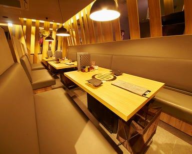 焼肉トラジ 新宿西口店 店内の画像