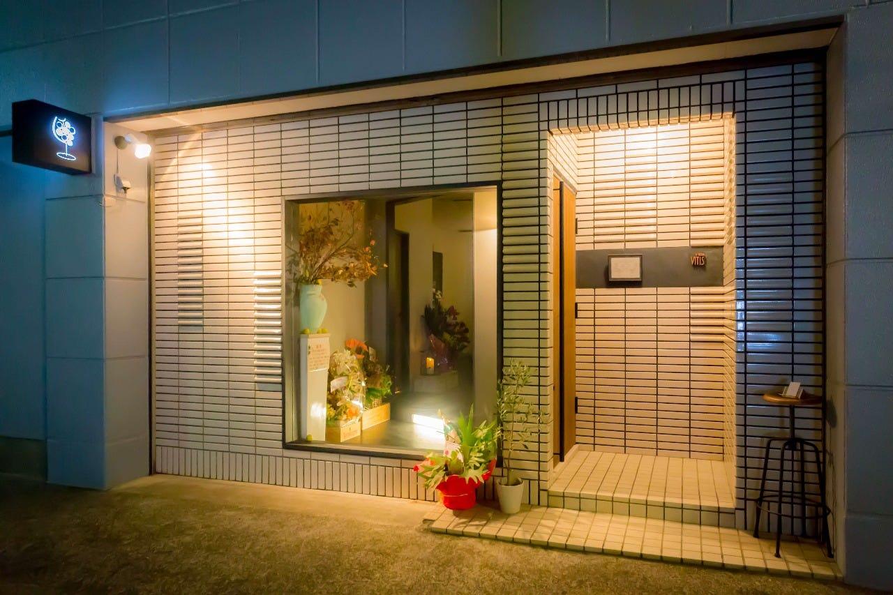 源兵衛川のほとりに佇む小さなお店。