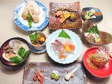 鮮魚・野菜は各地から旬のものを